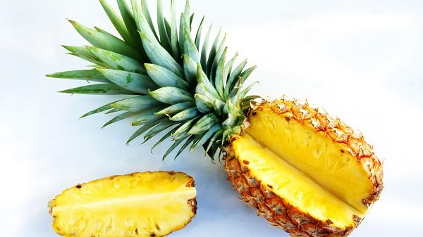 Pineapple for warts treatment